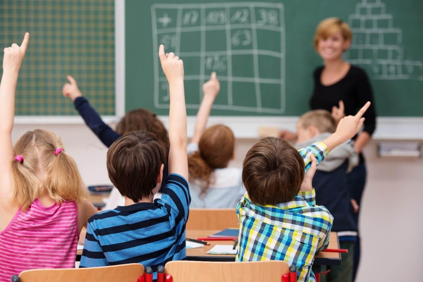 zarobki nauczycieli w 2020 roku, nauczyciel, szkola