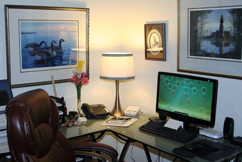 O czym warto pamiętać, urządzając biuro domowe