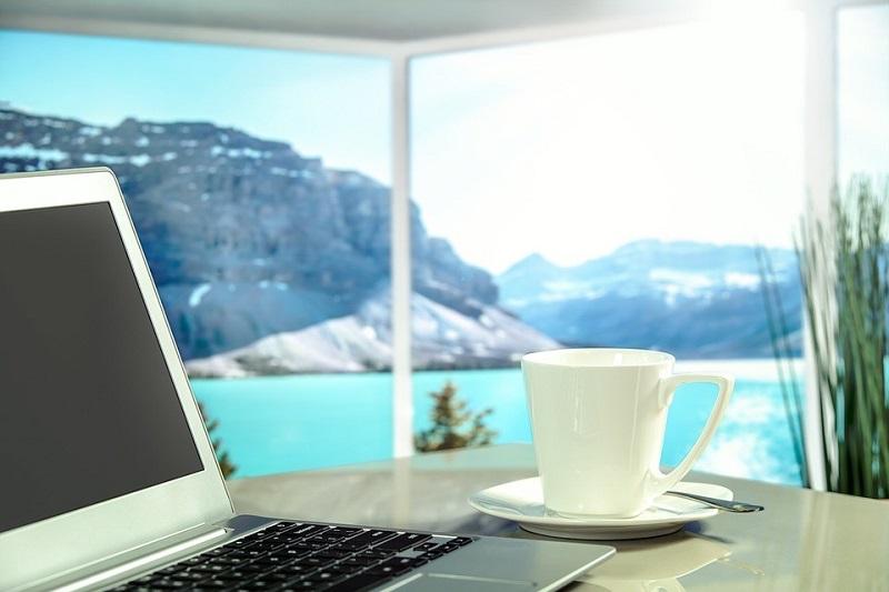 Jak urządzić współczesne biuro w swoim mieszkaniu