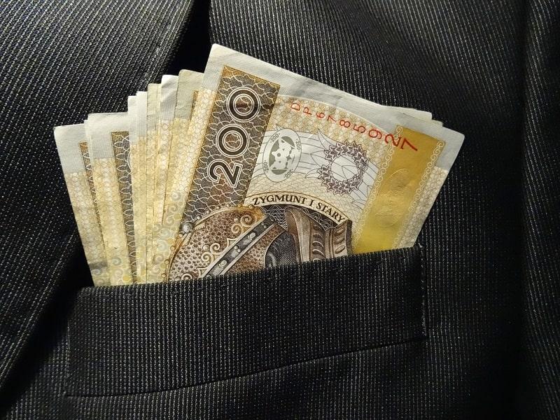 Jak poprawnie wybrać bank, oferujący usługę moneyback?