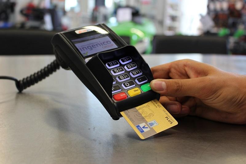 Jakie karty pozwalają dokonywać płatność za granicą?