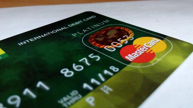 W jakich krajach bardziej opłaca się podróżować z Visa, a w jakich z MasterCard?