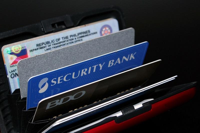 Jak dowiedzieć się, czy posiadasz dobrą kartę do płatności za granicą?